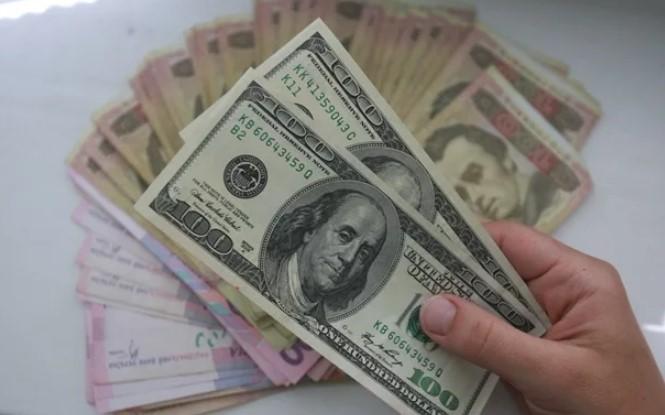 Черный рынок валют: что несет украинцам новое обесценивание гривны