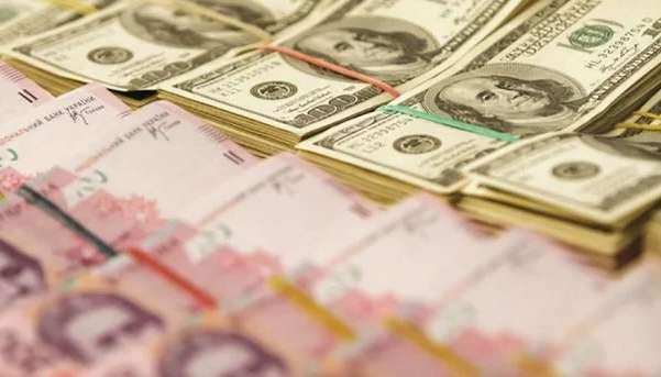 Крах гривны: доллар показал бурный рост после выходных