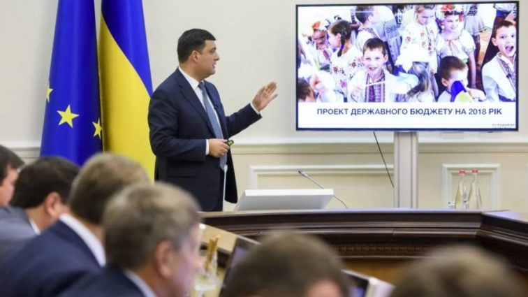 Гройсман, не выдумывай: Нацбанк урезал зарплаты украинцев