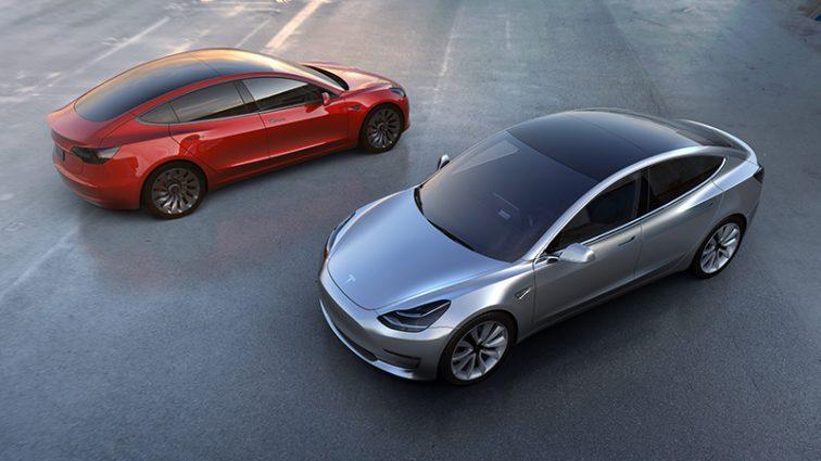 На Tesla подали жалобу за нарушение условий труда