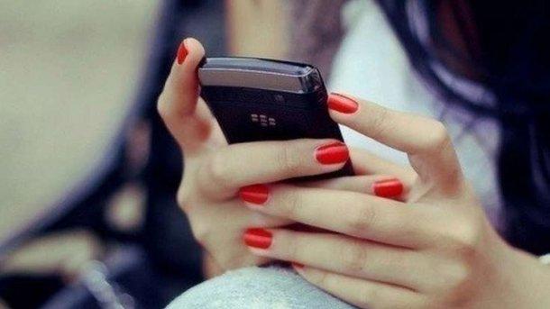 Китаянка ослепла из-за непрерывной игры на смартфоне
