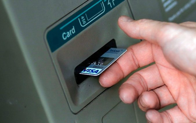 Как вернуть деньги, украденные с банковской карты?
