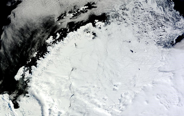 В Антарктиде обнаружили гигантскую странную дыру. Фото