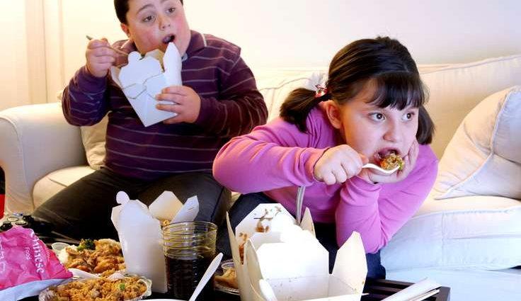 Ученые расстроили толстяков без высшего образования