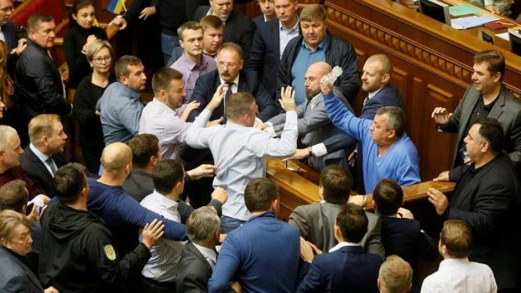 Кому депутаты решили поднять зарплаты?