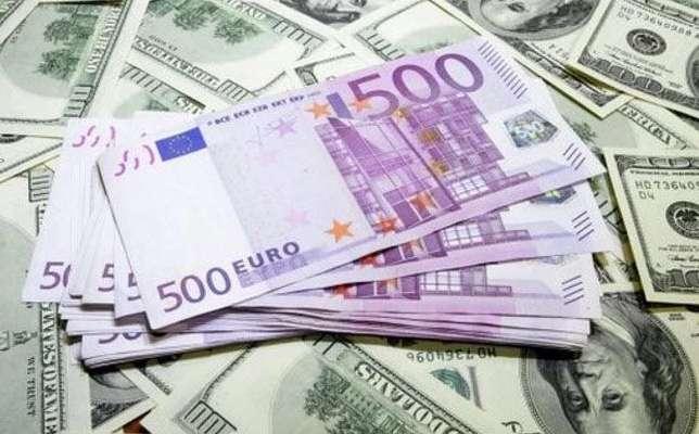 Курс доллара активно дорожает и догоняет евро