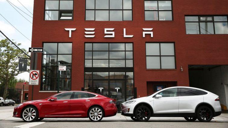 Компания Tesla за неделю освободила около 400 работников