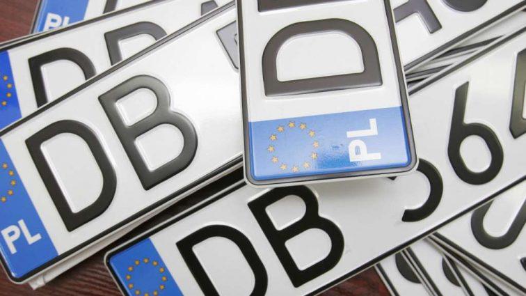 Станет проще прятаться от полиции! Как украинские водители будут маскировать «польские номера»
