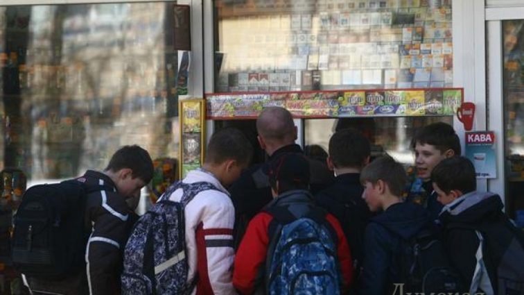 Как табачные компании «присаживают» украинских детей на сигареты