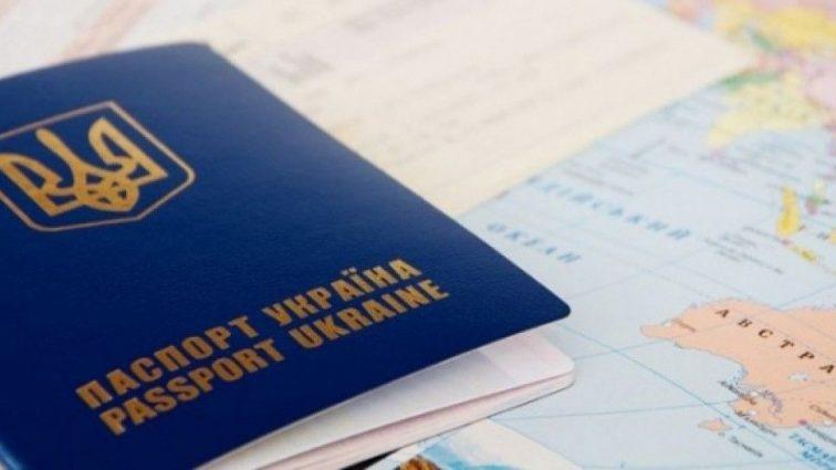 Эксперты бьют тревогу: Почему украинцы массово уезжают за границу?