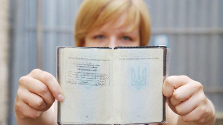 Каждый третий украинец проживает не по месту регистрации