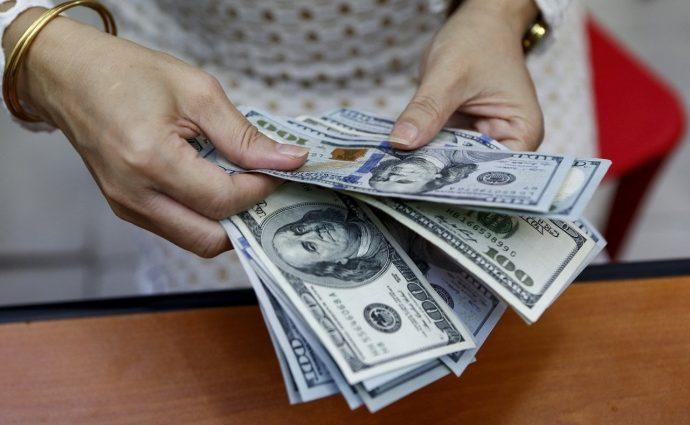 Украинцы получили из-за границы почти 2 миллиарда долларов