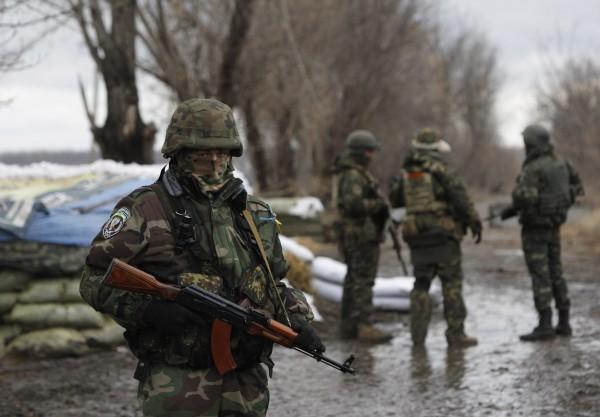 Кабмин увеличил помощь семьям погибших военных