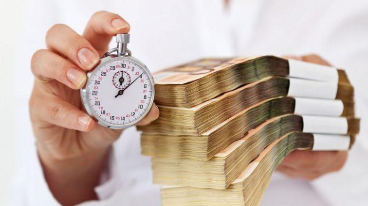 Минюст намерен ввести электронный арест банковских счетов должников