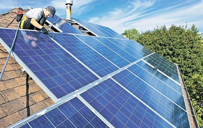 Житель Ровенщины превратил крышу своего дома на электростанцию