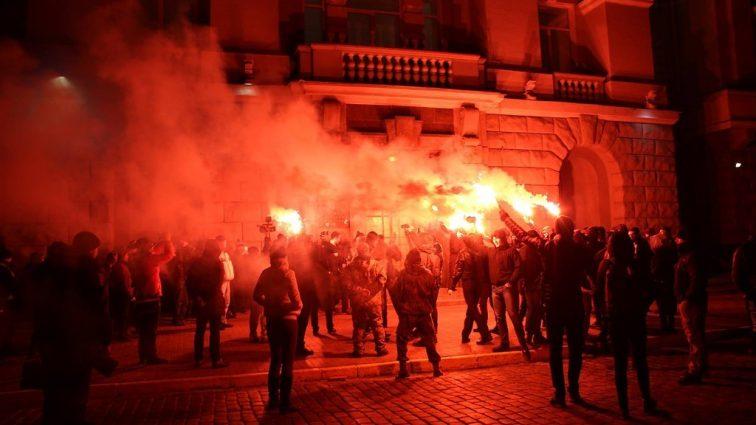 Гранаты, файеры и скорые: что происходило ночью в Киеве