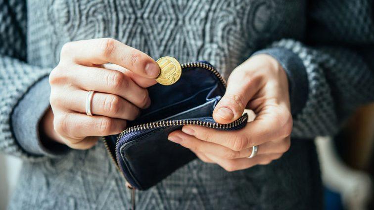 В Кабмине признали, что зарплата женщин меньше