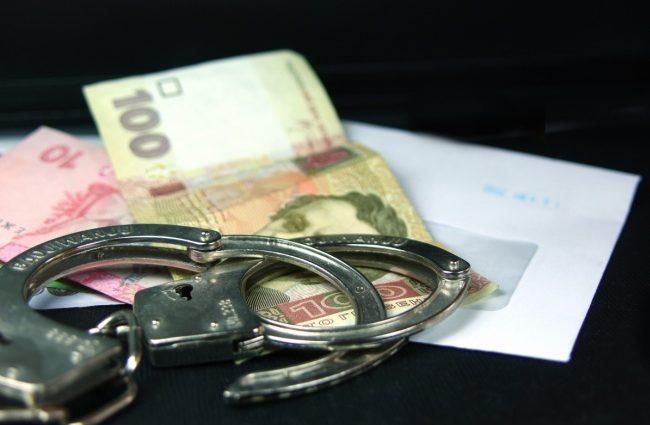 Следователь Нацполиции «погорел» на взятке в более 100 тысяч гривен: узнайте детали