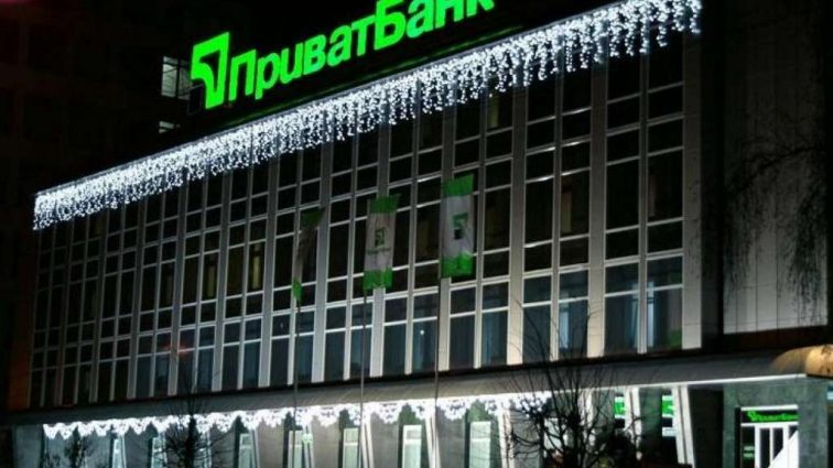 Исполнительная служба арестовала имущество и деньги «ПриватБанка» по делу Суркисов