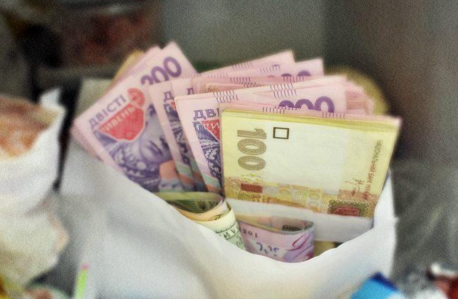 «Аж 11 220 грн…»: кто в Украине получает самые высокие зарплаты