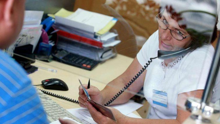 Работаешь — пенсию не увидишь: Как не остаться без выплат
