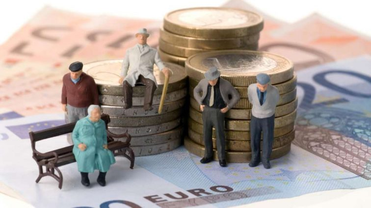 Пенсий и компенсаций для переселенцев на следующий год запланировали меньше