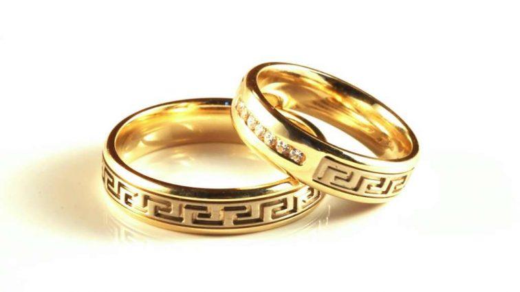 Двое дедов решили пожениться, чтобы не платить налоги