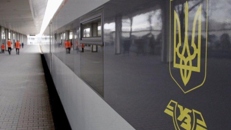 «В холоде и голоде», а дальше — своим ходом: Как Укрзализница «кинула» своих пассажиров в Австрии