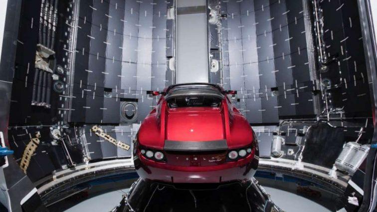 Илон Маск показал свой электрокар, который полетит на Марс