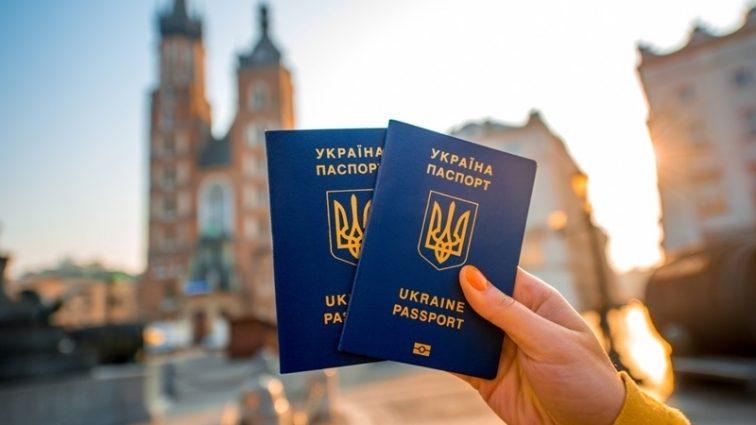 Украина может потерять безвиз с ЕС: известный депутат назвал причину