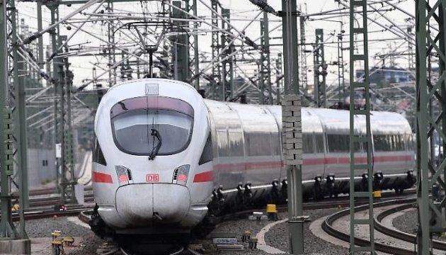 25 лет и 10 миллиардов евро: в Германии запустили суперпоезд