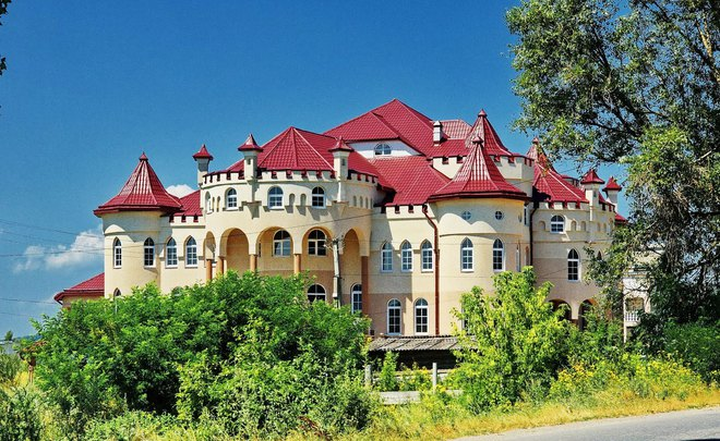 «Дома-дворцы» которым позавидуют и депутаты: Украинцам показали самое богатое село в стране