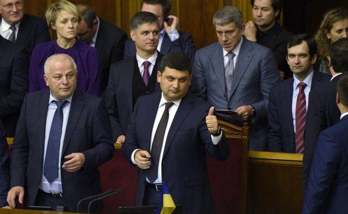 Стало известно, сколько денег из собственного кармана украинцы виделяют на работу депутатам
