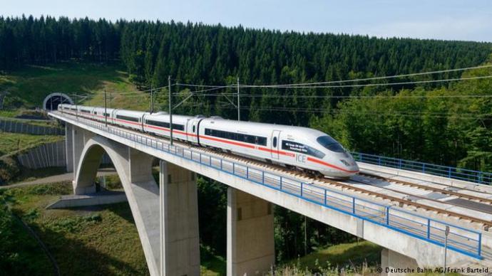 Немецкий «суперпоезд» в первый день эксплуатации поломался в пути