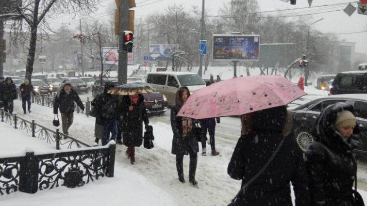 Погода разделила Украину на два фронта: где потеплеет