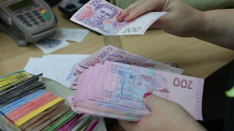Выдадут зарплаты до 25 декабря: Кого правительство обязало выплатить задолженности