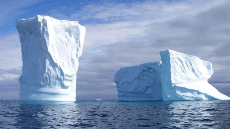 Гигантский айсберг раскололся на куски: его размеры поражают