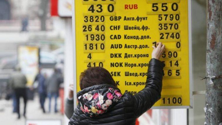 Стремительно падает: новогодний курс валют неприятно удивит украинцев