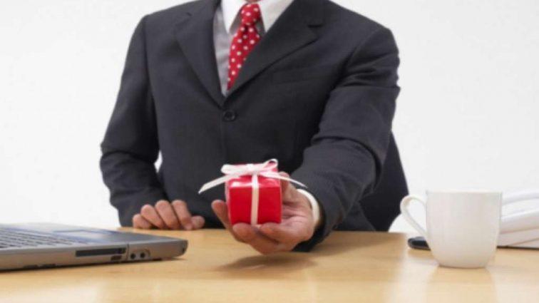 За подарки нужно платить … государству: А вы уже уплатили налог?