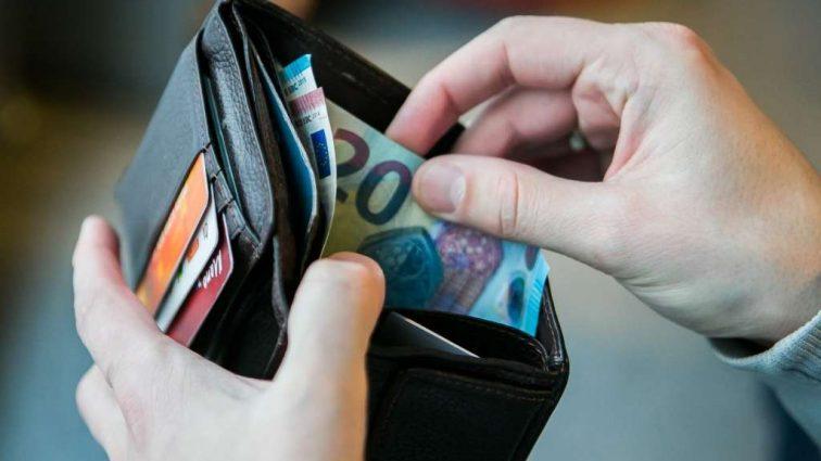«100 тысяч гривен каждому украинцу…»: Министр соцполитики рассказал, кому хотят предоставить компенсацию