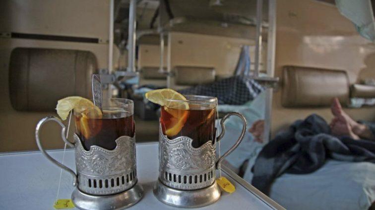 Полотенца по 3000 грн, а стаканы по 1500 грн: Укрзализныця решила закупиться сувенирами