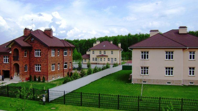 Цены на коттеджи и земельные участки в пригороде Киева дешевеют: как сэкономить и не попасть в ловушку