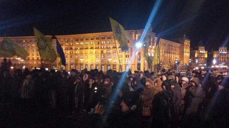 Сотни людей на Майдане: что происходит в Киеве