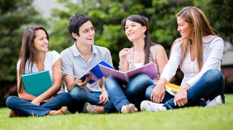 Впечатляющее количество украинских студентов выезжают на обучение за границу: Куда больше всего?