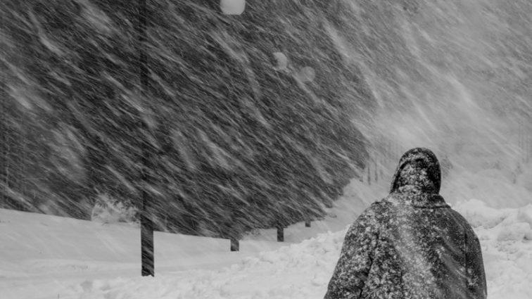 Страну продолжит заваливать снегом:  каким регионам ждать метелей