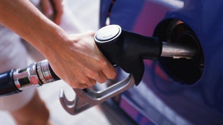 Цены на бензин впечатляют: украинцы придумали, как заправлять машину дешевле
