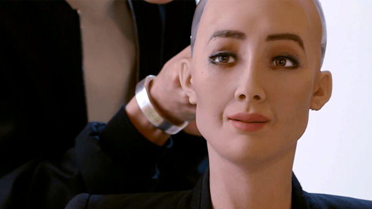 Самый известный робот София «зависла» на вопросе о коррупции в Украине