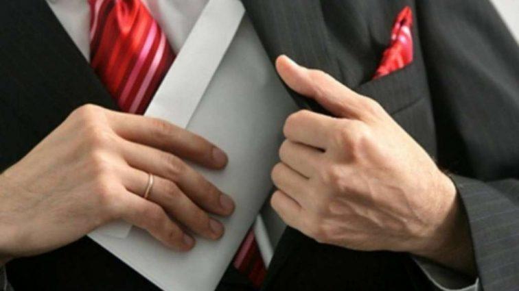 Зарплата министра обороны поразила всех: Сколько чиновник получил надбавок за «интенсивность труда»