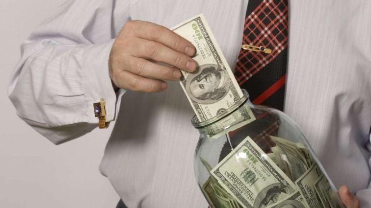 Сколько денег украинцы положили в банки: объем депозитов за год вырос на 15%