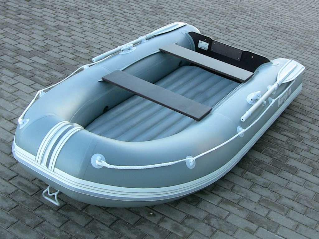 Надувная лодка с надувным дном и килем под мотор